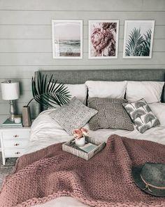 chunky knit blanket ON SALE! cozy beachy bedroom chunky knit blanket ON SALE! Home Decor Bedroom, Interior Design Living Room, Bedroom Ideas Grey, Master Bedroom, Grey Wall Bedroom, Adult Bedroom Ideas, Grey Bedrooms, White Comforter Bedroom, Grey Bedding