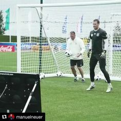 Goalkeeper training with @manuelneuer at @fcbayern  _______________________________________________________ #goalkeeper #goalkeepers #goalkeepertraining #goalkeepercoach #goalkeepercoaching #torwart #torwarttraining #torwarttrainer #keeper #målvakt #målvaktsträning  #gardiendebut #portiere #målmandstræning #soccer #football #fussball #sport #bramkarz #bramkarze #goleiro #goleiros #portero #kaleci #love #training #golman #porteros #fcbayern #manuelnuer