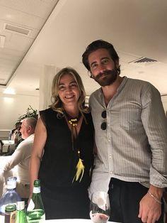 With a fan at the Restaurant Rekondo in San Sebastian (July 3, 2017)