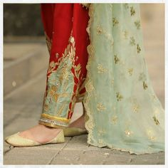 Pakistani Formal Dresses, Pakistani Fashion Party Wear, Pakistani Dress Design, Nikkah Dress, Pakistani Outfits, Embroidery Suits Punjabi, Embroidery Suits Design, Embroidery Fashion, Fancy Dress Design