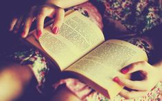 tumblr girl reading books - Cerca con Google