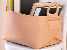 """Leather tote or storage basket / box - what a great, streamlined design! Article has link to interview with creator & etsy seller Gildem: Stylish Leather Items by """"Gildem"""" ♥ Tote Storage, Storage Baskets, Crea Cuir, Leather Projects, Leather Accessories, Leather Working, Leather Craft, Paper Shopping Bag, Pouch"""