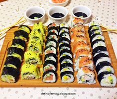 Sushi w pięciu smakach. Seafood Dishes, Bento, Starters, Food And Drink, Cooking, Ethnic Recipes, Diet, Kitchens, Kitchen