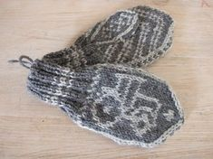 votter finull rauma Relatert bilde - Lilly is Love Knit Mittens, Knitted Gloves, Knitted Bags, Knitting For Kids, Baby Knitting Patterns, Norwegian Knitting, Baby Barn, String Bag, Arm Warmers