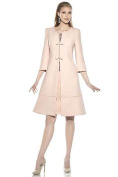 Vestido de fiesta para madrina en chantillynegro sobre rosa, sin mangas (posibilidad de hacer manga corta o francesa) Abrigo evasé...