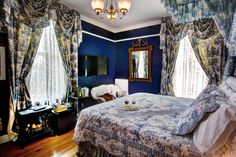 Awesome blue room at the South Court Inn.   Photography by  www.MidAtlanticInnPhotography.com