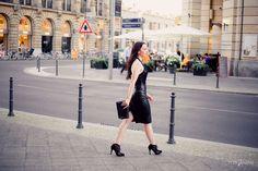 Fashionblogger in Berlin - Modeblog Lookbook - Lederrock mit Pailettenbody, Pumps von Peter Kaiser mit Netzeinsatz, lange Haare, Clutch von Minx by Eva Lutz, Friedrichstraße - Berlin