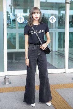 Insp Woman Denim Jacket crop denim jackets for woman Blackpink Fashion, Asian Fashion, Fashion Outfits, School Looks, Kpop Outfits, Korean Outfits, Korean Airport Fashion, Lisa Black Pink, Pantalon Cargo