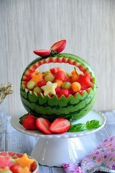 Discover thousands of images about Cut up the watermelon you plan to use for a fruit bowl, and then use the hollowed out melon as a cute bowl!Watermelon basket I did Fruit Hacks That Will Simplify Your Life Watermelon Basket, Watermelon Ideas, Watermelon Boat, Watermelon Wedding, Fruits Decoration, Fruit Creations, Cuisine Diverse, Watermelon Carving, Carved Watermelon