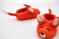 felted baby slippers foxes made with merino wool. by ffelthandmade