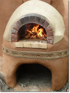 This earthen building workshop is designed to teach you the skills needed to build your own wood-fired cob oven in your backyard, as well as encourage a new way of relating to our food and the proc… Outdoor Oven, Outdoor Cooking, Outdoor Kitchens, Garden Pizza, Bread Oven, Four A Pizza, Natural Homes, Stove Oven, Natural Building