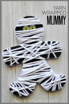 yarn wrapped mummy craft is perfect for little ones for a fine motor activity. It makes a great Halloween kids craft too.This yarn wrapped mummy craft is perfect for little ones for a fine motor activity. It makes a great Halloween kids craft too. Theme Halloween, Halloween Projects, Holidays Halloween, Kids Halloween Crafts, Vintage Halloween, Haloween Craft, Halloween Templates, Halloween Decorations For Kids, Paper Halloween