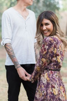 Short and tall - Couple posing with height differences - by Jenna Joseph Photography // jennaphoto.com