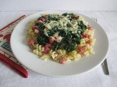 Szerda: Medvehagymás sonkás tészta A 17, Pasta Salad, Risotto, Ethnic Recipes, Food, Crab Pasta Salad, Essen, Meals, Yemek