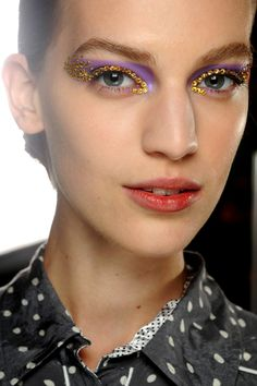 Vanessa Axente backstage Christian Dior Spring 2013 ___ we're so trying this for festival season! Beauty Make Up, Hair Beauty, Christian Dior, Make Carnaval, Sparkling Eyes, High Fashion Makeup, Runway Makeup, Fantasy Makeup, Creative Makeup