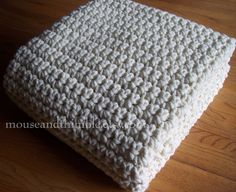 Extra Large Chunky Afghan Blanket - Easy Crochet Pattern with Step-by-Step tutorial photos showing exactly where to place stitches from start to finish <3