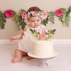36 ideas birthday photoshoot cake smash for 2019 1st Birthday Photoshoot, Baby Girl 1st Birthday, Birthday Cake Smash, First Birthday Cakes, First Birthday Parties, First Birthdays, Birthday Gifts, 1 Year Birthday, Flower Birthday
