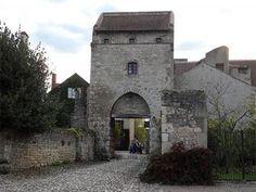 Charroux l'un des plus beaux villages de France
