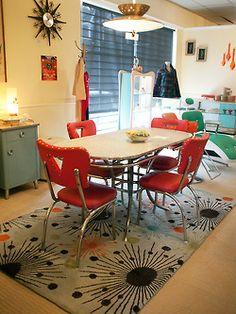 Vintage decor, vintage furniture, retro home decor, modern decor, 195 Retro Dining Rooms, Retro Kitchen Decor, Retro Home Decor, Dining Room Sets, Vintage Kitchen, Vintage Decor, Retro Kitchens, 1950s Decor, Design Vintage