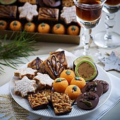 Bettys Petits Fours   This exclusive selection of dainty treats from our Craft Bakery is perfect for treating guests, serving with tea and coffee after dinner, or as a delicious gift.