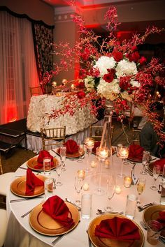 Red And Gold Table Settings And Decorations I Love The Red Flowers