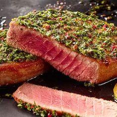 Gegrilltes Thunfisch-Steak ist ein Highlight bei jedem BBQ! Hier findet ihr das Rezept für Thunfisch-Steak mit Pesto Genovese.