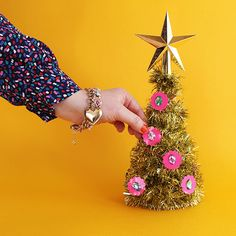 VIDEO - LET'S MAKE A CHRISTMAS GARLAND!