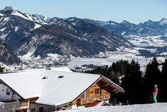 ACHTUNG WICHTIGER HINWEIS!  Heute um 12.00 Uhr solltet ihr wieder vorbeischauen. #Alpenplus wir dann eine tolle Neuigkeit veröffentlichen ... kleiner Tipp: bei dem Traumwetter heute gleich mal ein paar tolle Ski-Fotos machen....sicher ist sicher ;-)  Beispielfoto: Koller (©Koller 2015) Kaiser, Mount Everest, Mountains, Country, Nature, Travel, Pictures, Weather, Couple