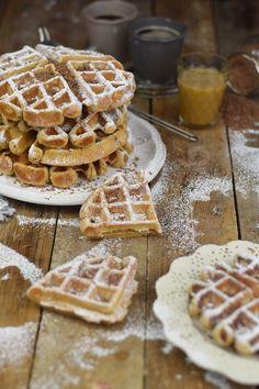 Erdnussbutter Joghurt Waffeln mit Karamellsauce und Schokolade - Peanut Butter Yogurt Waffles with caramel sauce and chocolate (8)
