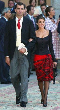 Los mejores y peores looks de la Princesa Letizia: Fotos de los looks - Letizia vestido negro y rojo
