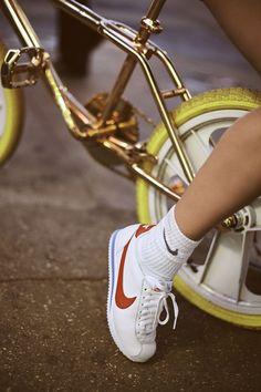 Nike Cortez e Bella Hadid