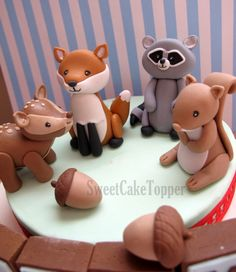 Woodland Animal Cake Topper with Name Blocks - Fox, Raccoon, Deer, Squirrel - 1 Set - Bichinhos da Floresta Fondant Toppers, Fondant Cakes, Fondant Baby, Woodland Cake, Woodland Fairy, Foundant, Fairytale Party, Bolo Cake, Fondant Animals