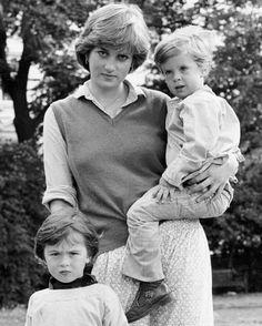 Royal Queen, Royal Princess, Princess Of Wales, Princess Diana Fashion, British Family, Princes Diana, Lady Diana Spencer, British Monarchy, Inspiring Women