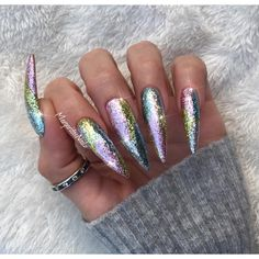 How much fun are these colorful glitter nails! Try using Art Glitter colors Sky(#113) for the blue, Chartreuse(#156) for the green, and Baby Orchid(#20) for the purple. These will help recreate this phenomenal look!