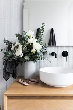 Simple And Effective Interior Home Design Solutions Modern Bathroom Decor, Bathroom Interior Design, Modern Interior Design, Modern Decor, Interior Decorating, Bathroom Ideas, Bathroom Styling, Decorating Ideas, Decorating Bathrooms