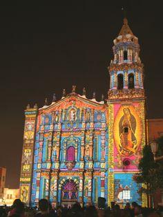 El Templo de Ntra. Sra. del Carmen, espléndido monumento churrigueresco, que se encuentra en San Luis Potosí, México. En 1735 vinieron los carmelitas y fundaron un hospicio y en 1746 el convento. L…