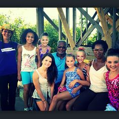 They are so beautiful! Such a great picture! Dance Moms Brooke, Mom Tv Show, Dance Mums, Brooke Hyland, Famous Dancers, The Cosby Show, Salsa Dress, Kendall Vertes, Show Dance