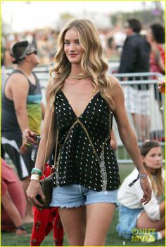 Rosie Huntington-Whiteley & Alessandra Ambrosio Leave the Runway Behind for Coachella! | rosie huntington whiteley alessandra ambrosio coachella day three 04 - Photo
