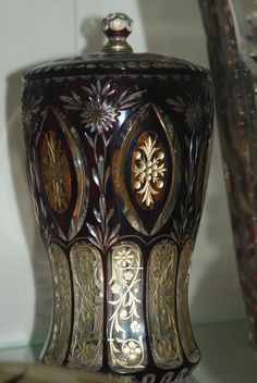 cup in overlay technique, cut, engraved and gilded, Oertel 1920  seen in the Passau Glasmuseum