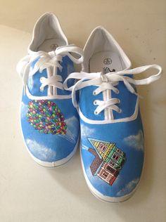 Hand painted Disney Up shoes por LittleDaisyMouse en Etsy