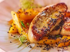 Sautéed foie gras with mango and black sesame: discover the cooking recipes of Actual Woman The MAG - Trend Appetizer Fine Dining 2019 Dinner Party Appetizers, Gourmet Appetizers, Appetizer Recipes, Gourmet Recipes, Cooking Recipes, Healthy Recipes, Chicken Pasta Casserole, Sandwiches, Recipes