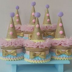 Circo Candy Fofura Nível Máster para o primeiro Aninho da Giovanna! Vintage Circus Party, Circus Theme Party, Circus Birthday, Party Themes, Carnival Cakes, Candy Colors, Birthday Celebration, First Birthdays, Cake Toppers