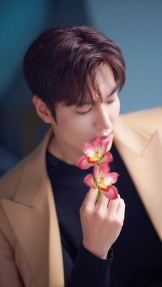 Jung So Min, Asian Actors, Korean Actors, Lee Min Ho Instagram, F4 Boys Over Flowers, Cute Celebrity Guys, Human Body Organs, Lee Min Ho Photos, Man Photography