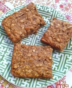 Bursting with Fall flavor, these Apple Cinnamon Breakfast Bars are kid friendly and full of protein and fiber to power your morning!