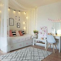 ⭐️ 32 + Beauty room decoration ideas with fairy lights # bedroom ideas # sc… ⭐️ 32 + Beauty room decoration ideas with fairy lights # bedroom . Teen Room Decor, Room Ideas Bedroom, Bedroom Colors, Daybed Bedroom Ideas, Bedroom Designs, Bedroom Decor Ideas For Teen Girls, Beauty Room Decor, Bedroom Furniture, Cute Teen Bedrooms
