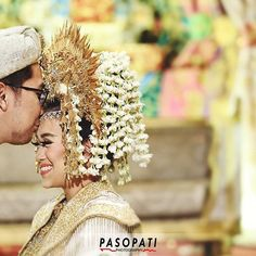 When I see you, I smile. When I hear you, I lisen. When I touch you, I feel you. When I kiss you, I love you #pasopatiphotography  Akad Nikah Hendri & Nilam at @sasanakriyavenue  Makeup: @desiskandarwedding Catering: @dwitunggalcitra Decor: @desiskandarwedding Busana: @desiskandarwedding  #indonesianwedding #followme #bride #groom #traditionalwedding #ibride #wedding #vowceremony #bridestory #profesionalphotography #bridedept #photooftheday #instalike