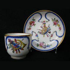 Gobelet Bouillard et sa soucoupe en porcelaine de Sèvres XVIIIe siècle