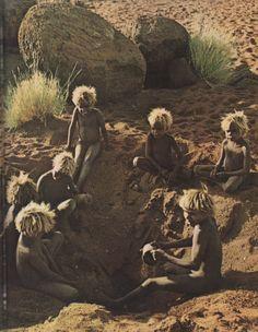 Oceania: Children in Central Australia Aboriginal Education, Aboriginal History, Aboriginal Culture, Aboriginal People, Aboriginal Art, Aboriginal Children, Cultures Du Monde, World Cultures, We Are The World