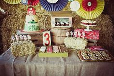 This party is beyond adorable. A MUST SEE! Via www.karaspartyideas.blogspot PARTY STYLED BY: http://www.jennycookies.com/2011/08/down-on-farm-hudson-turns-3.html