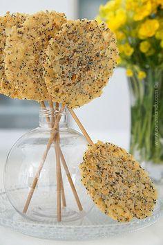 Lollipop di formaggio ricetta Lorraine Pascale - Cheese lollipop recipe idee antipasti e aperitivi stuzzichini